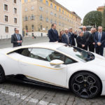 Lamborghini Huracan của Giáo hoàng bán từ thiện giá 861.000 USD