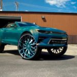 Cặp xe Chevrolet Camaro độ la zăng khủng 32 inch