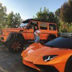 Kylie Jenner khoe dáng bên siêu xe da cam tuyệt đẹp