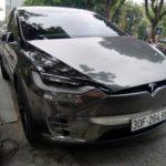 Tesla Model X trên phố Hà Nội