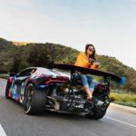 Chân dài ngồi sau đuôi siêu xe Lamborghini độ pô khủng nhất thế giới