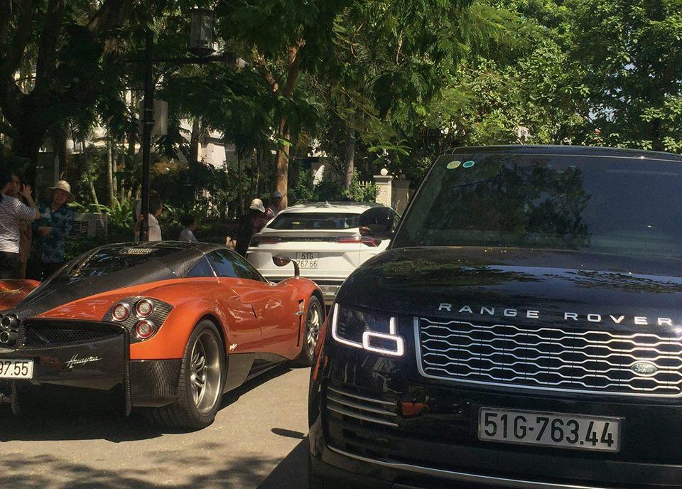 Dàn siêu xe đẹp của đại gia Minh nhựa