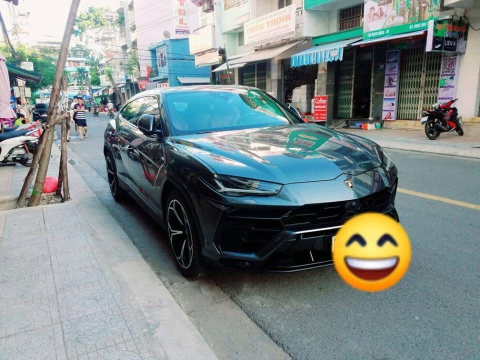 Đại gia Nha Trang chơi Lamborghini biển đẹp