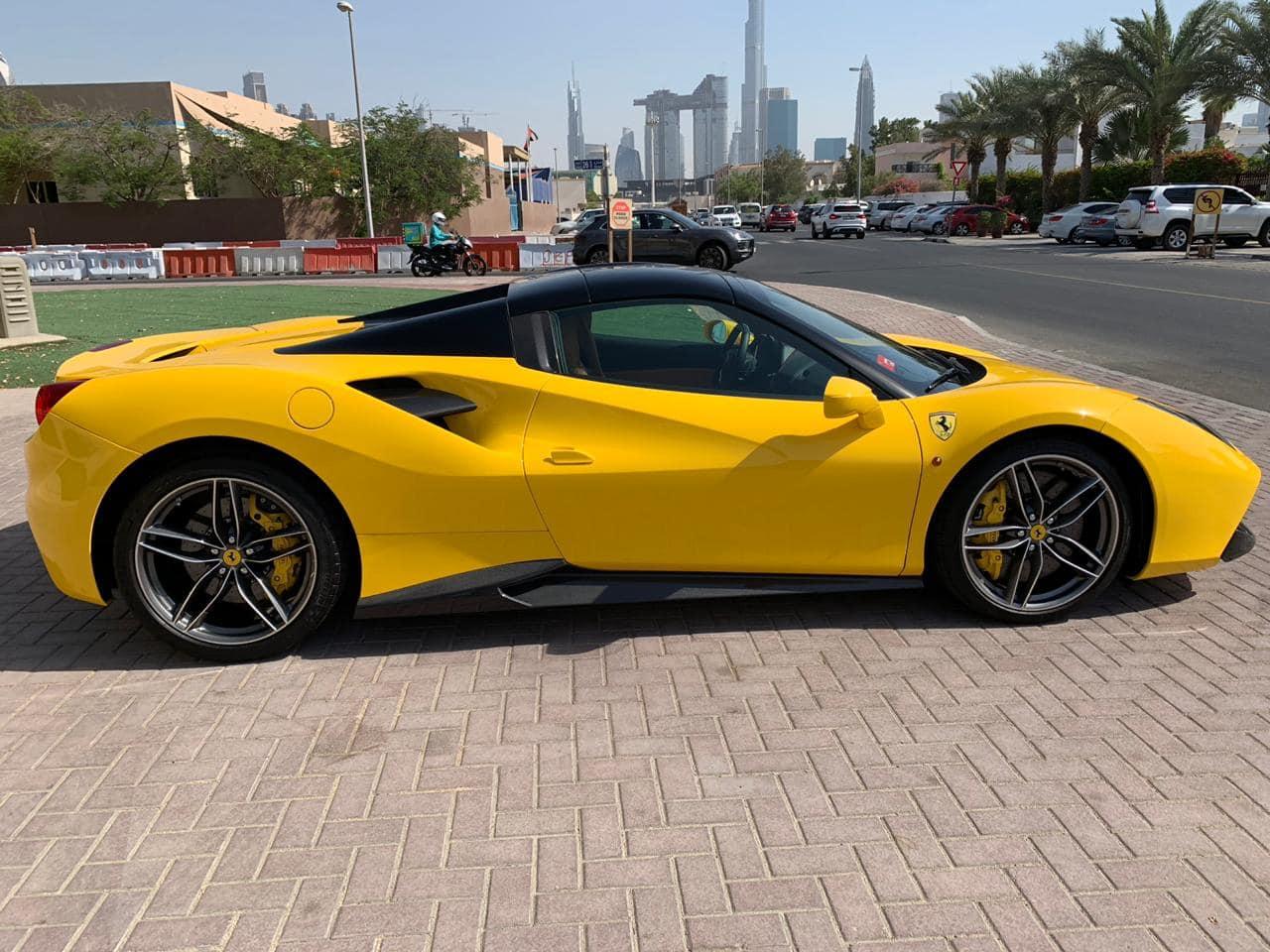 Siêu xe mui trần Ferrari đẹp tinh tế