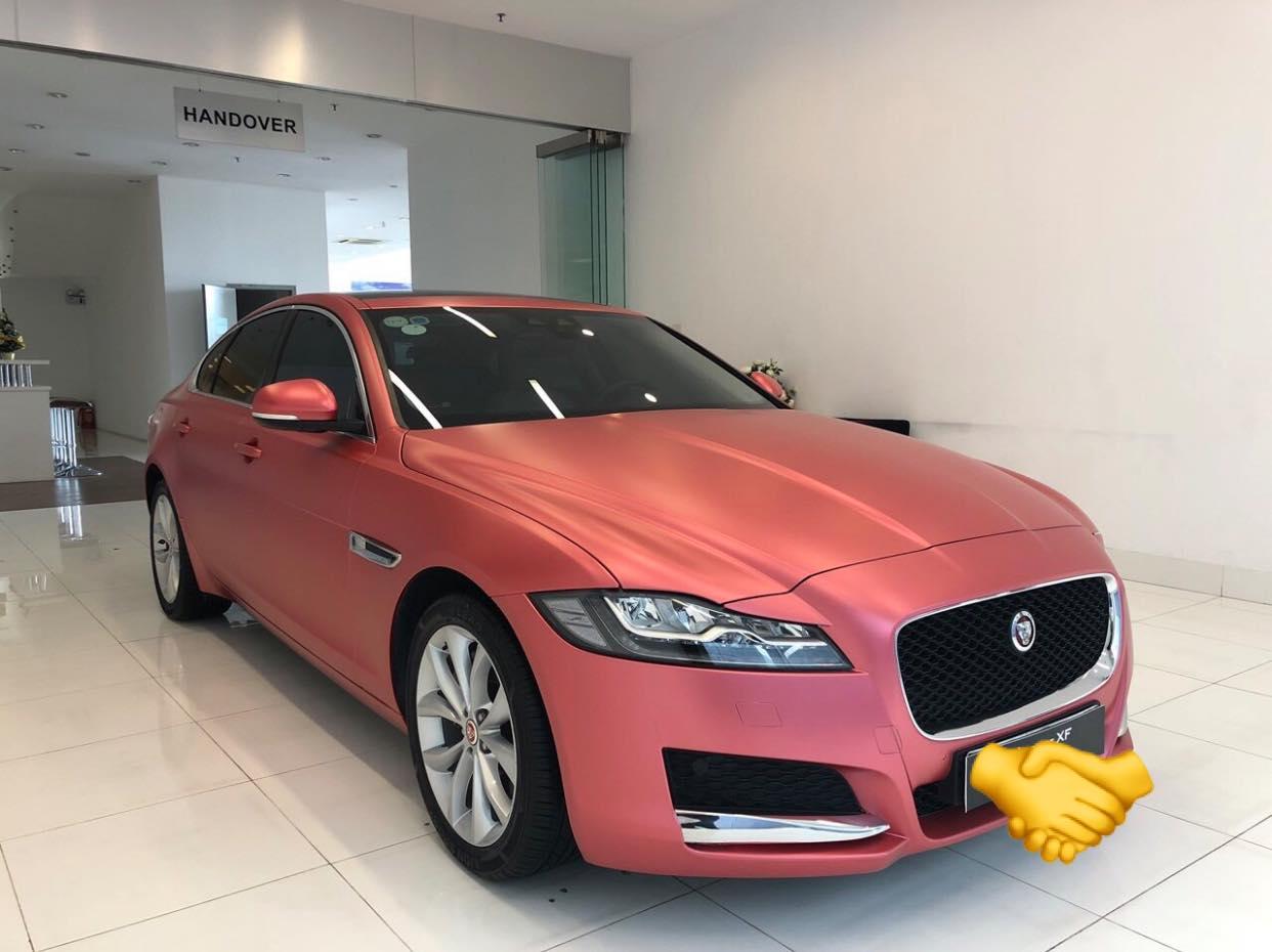 Xe sang Jaguar XF màu hồng độc nhất