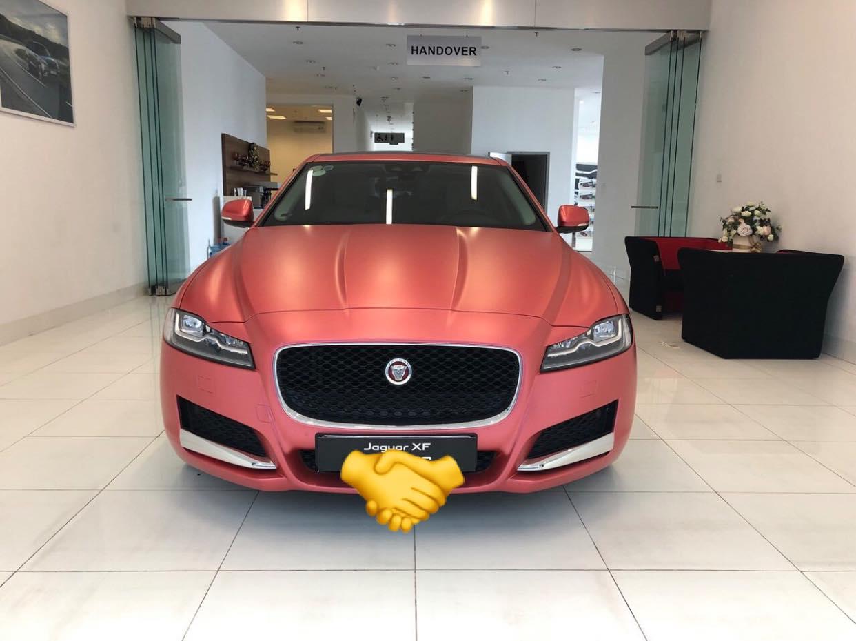 xe sang jaguar màu hồng