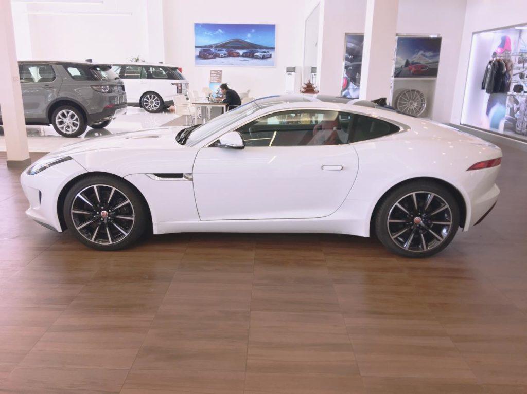 Siêu xe Jaguar F type chính hãng mới về