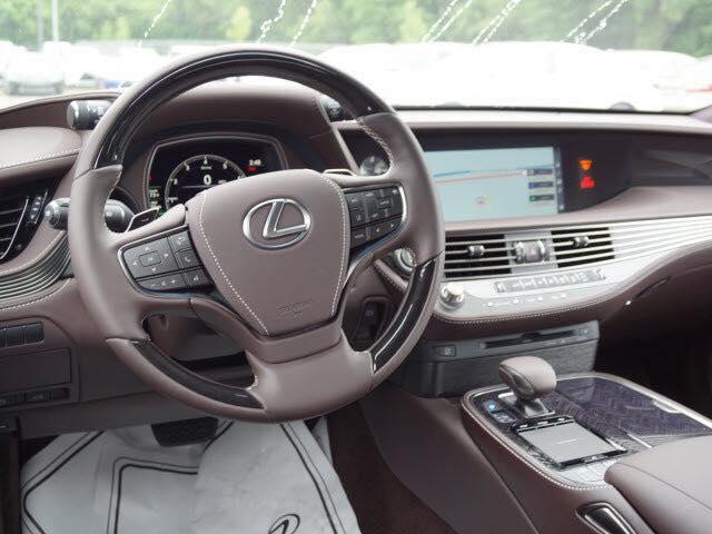 Nội thất xe sang Lexus LS500 đời mới