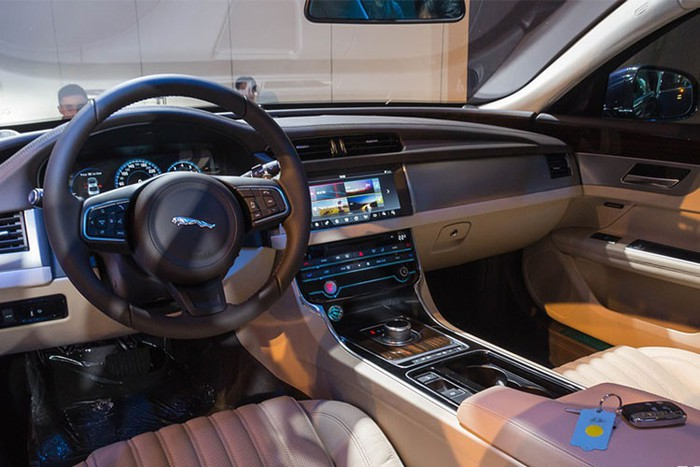 Nội thất xe sang Jaguar XF