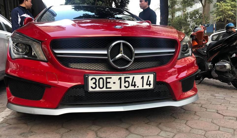 Xe sang Mercedes CLA 45 AMG màu đỏ