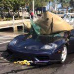 Trục vớt siêu xe Ferrari 360 lao xuống biển ở Mỹ