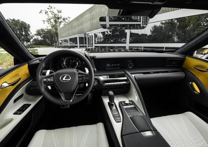 Nội thất xe sang Lexus đời mới