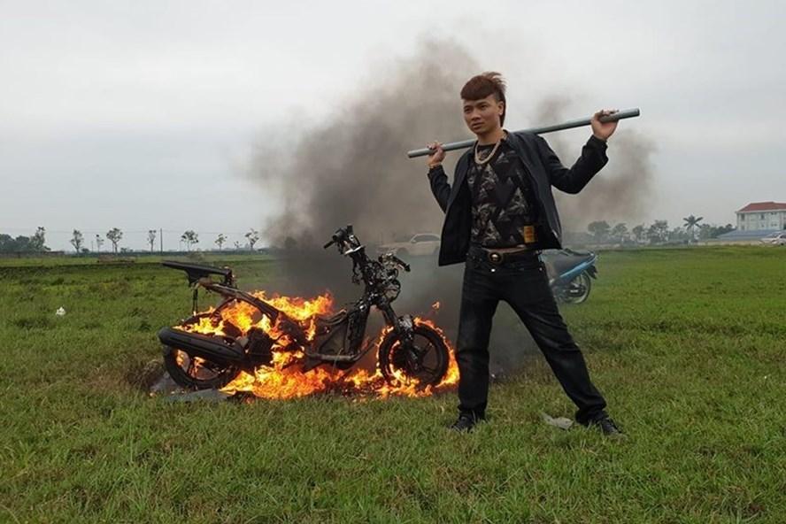 Khá bảnh đốt xe máy bị lên án