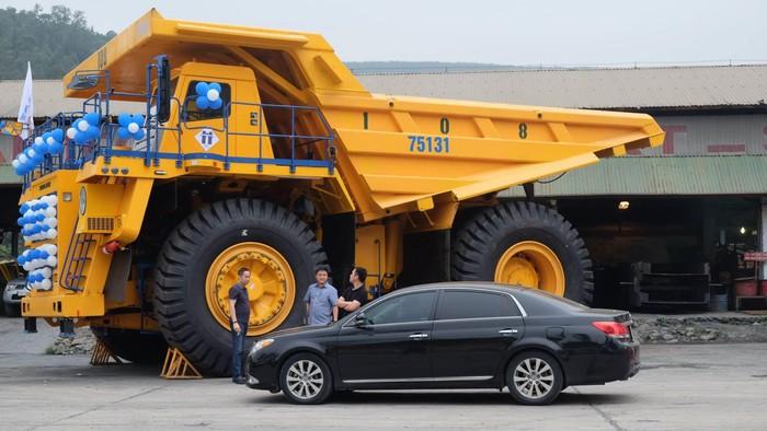 Siêu xe tải khổng lồ về Việt Nam