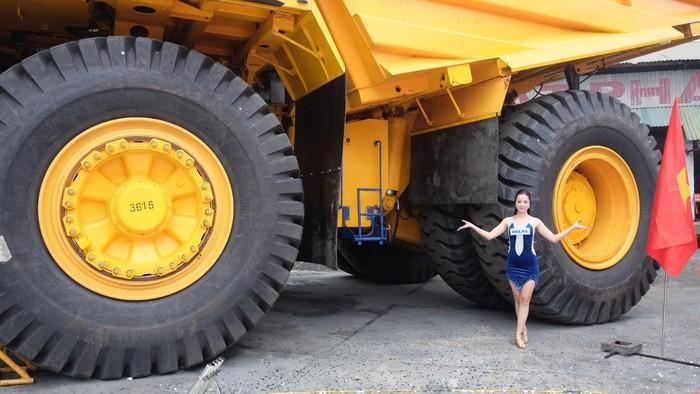 Siêu xe tải khổng lồ