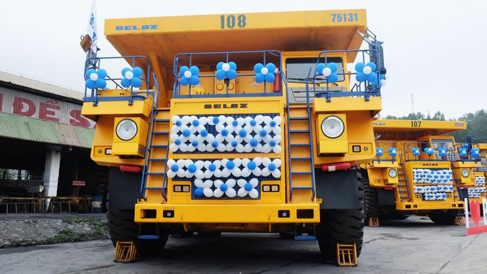Siêu xe tải khổng lồ Quảng Ninh
