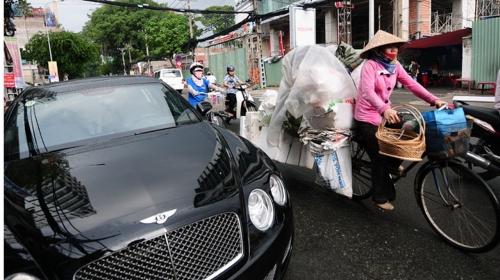 Tấm ảnh xe giàu và xe nghèo