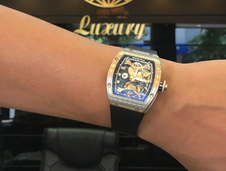 Đồng hồ siêu xe khủng Việt nam