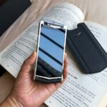 Siêu điện thoại Vertu Aster P món quà cho giới đại gia