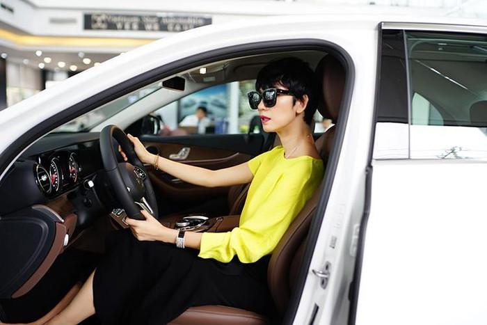 Siêu mẫu Xuân Lan mua xe đẹp