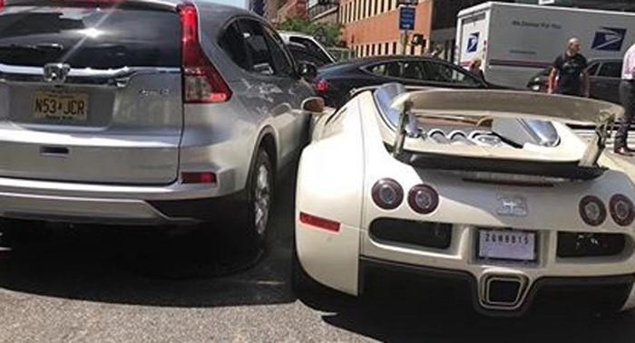 Siêu xe Bugatti Veyron bị tai nạn