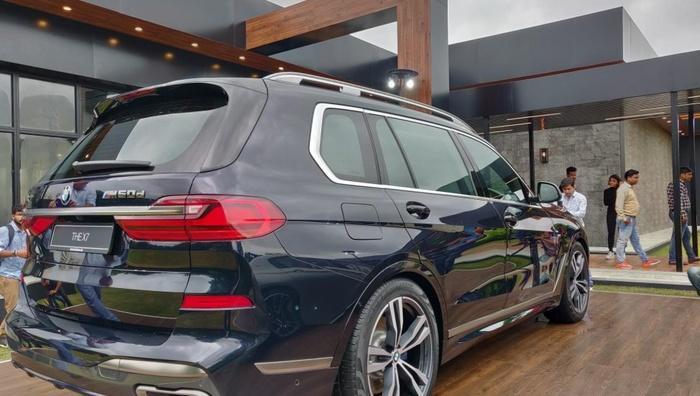 Đuôi xe sang BMW X7