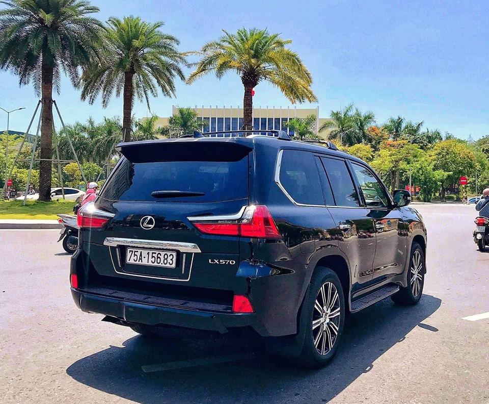 Xe sang Lexus đẹp Huế