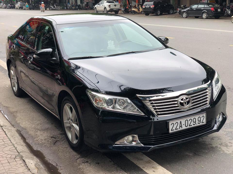 Tùng Giang lái Toyota Camry