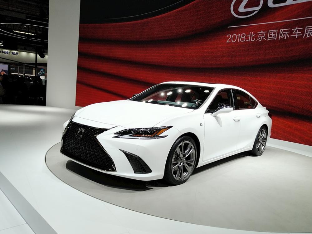 Mua xe sang mới đẹp Lexus
