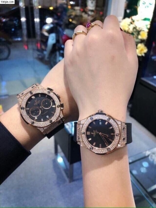 Nữ sinh đeo đồng hồ Hublot