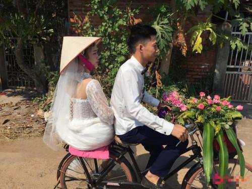 Cô dâu sau siêu xe đám cưới