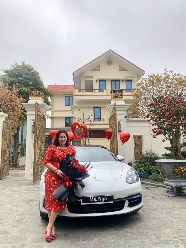 Doanh nhân Phú Thọ tặng xe cho vợ