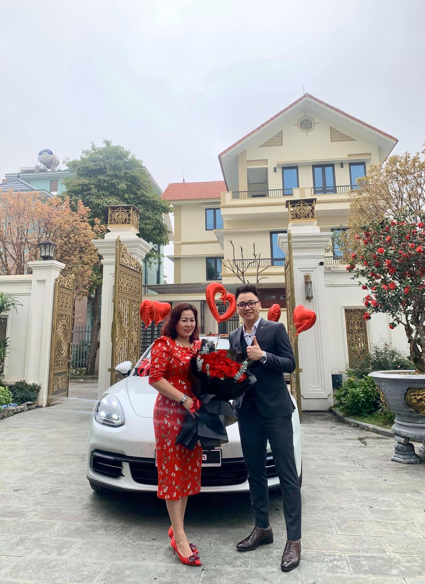 Doanh nhân Phú thọ mua xe tặng vợ