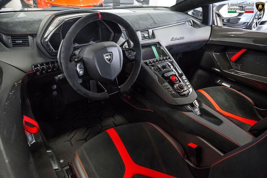 Cảm giác lái siêu xe Lamborghini Aventador