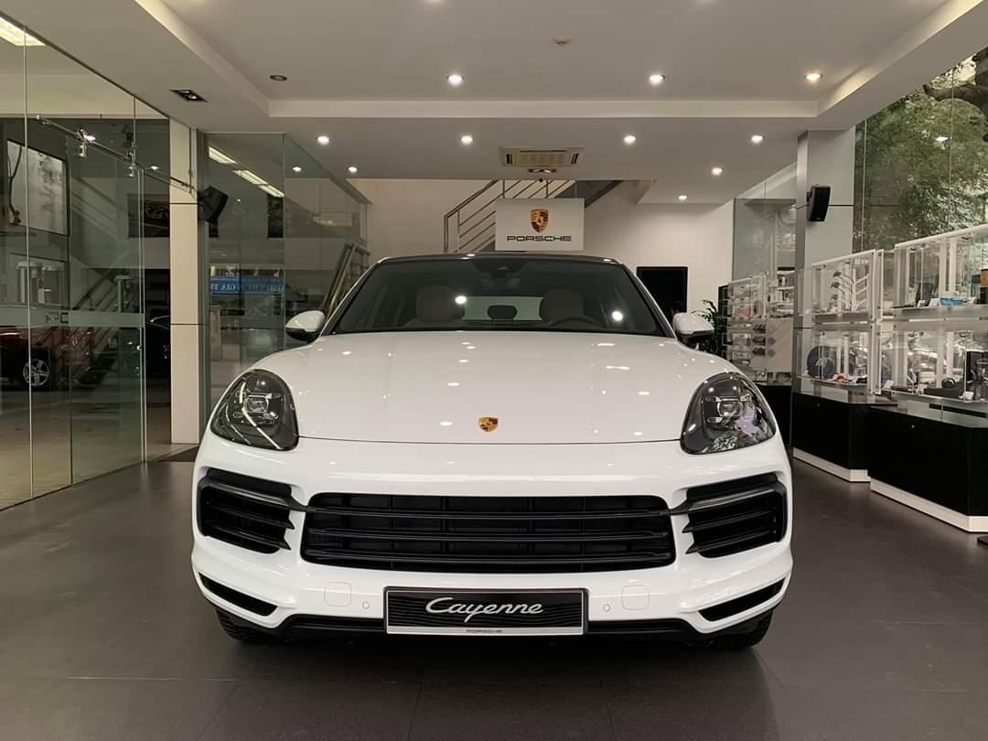 Đầu xe sang Porsche Cayenne coupe