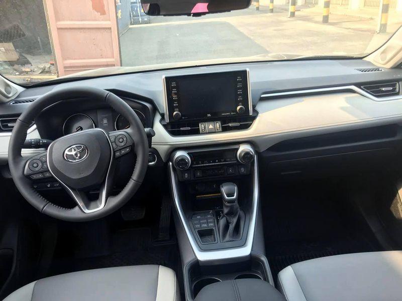 Toyota RAV4 xe nhựa rẻ tiền