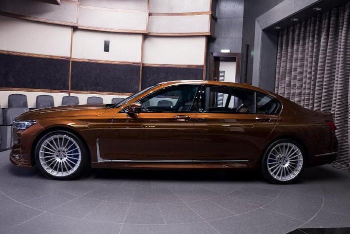 Xe sang BMW 760Li sơn khủng