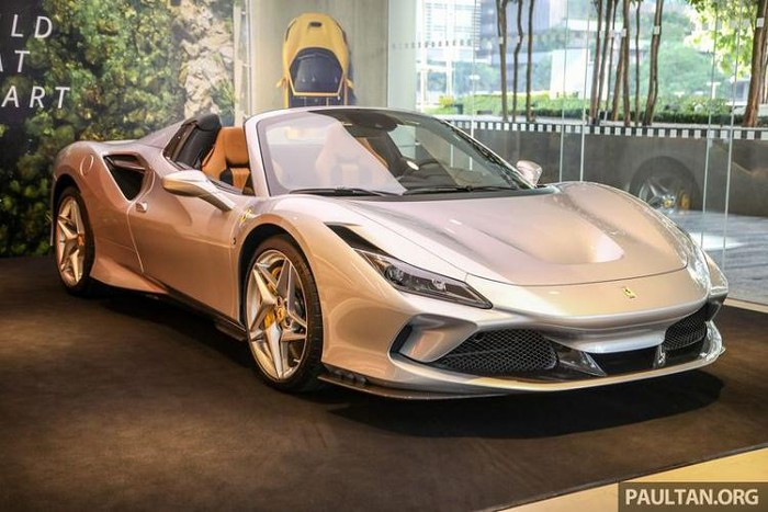 Ferrari F8 mui trần cho nhà giàu