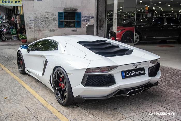 Đuôi sau siêu xe Lamborghini
