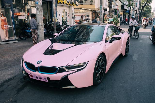Siêu xe màu hồng bmw