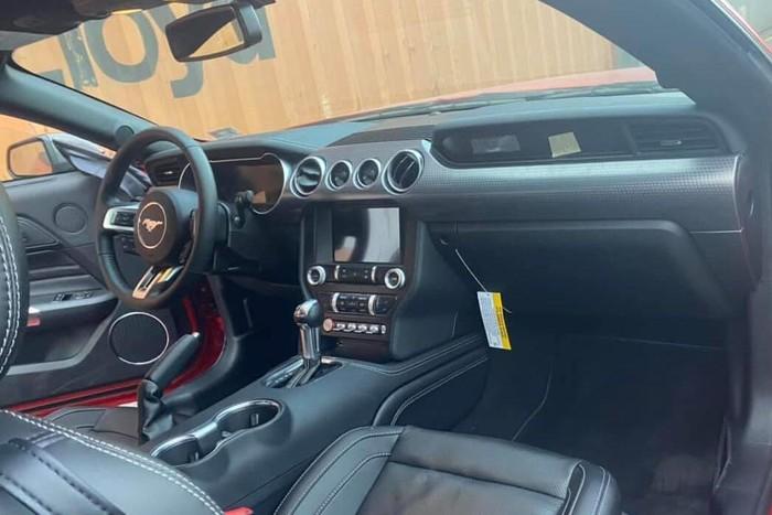 Ford Mustang nội thất đời mới
