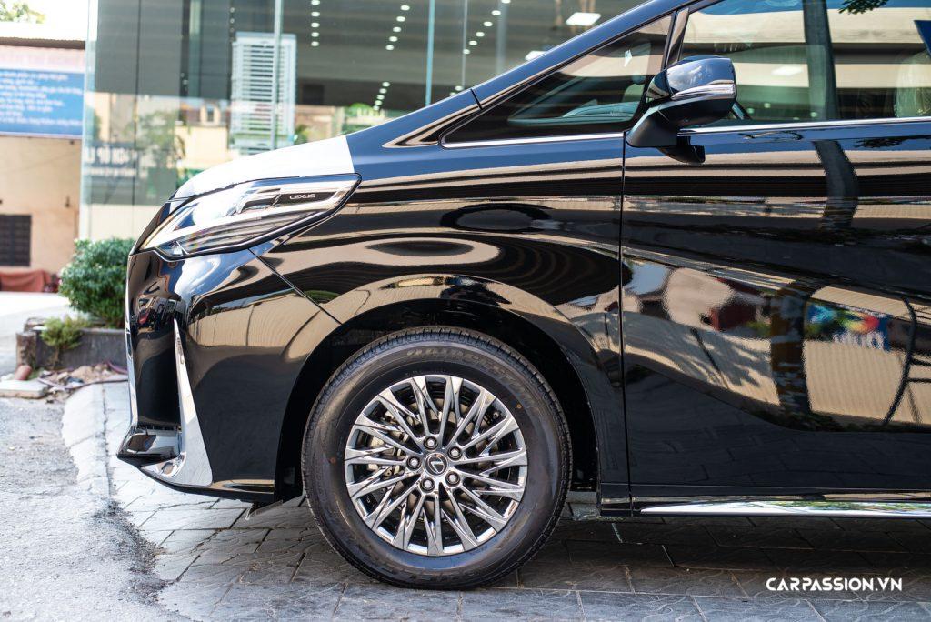 Lexus LM300h