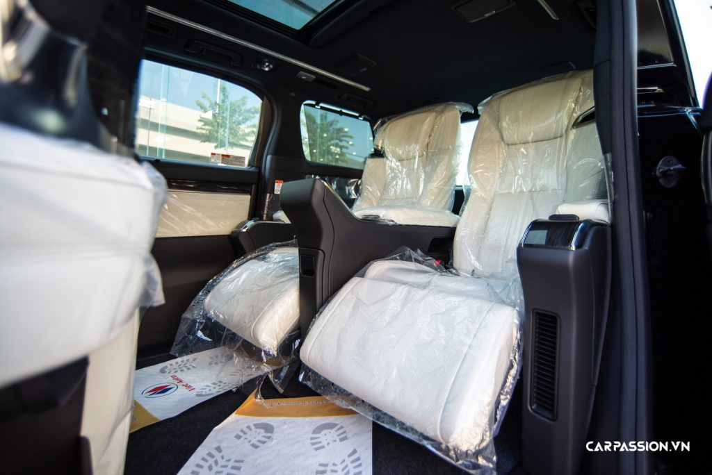 Xe sang Lexus khủng LM300h
